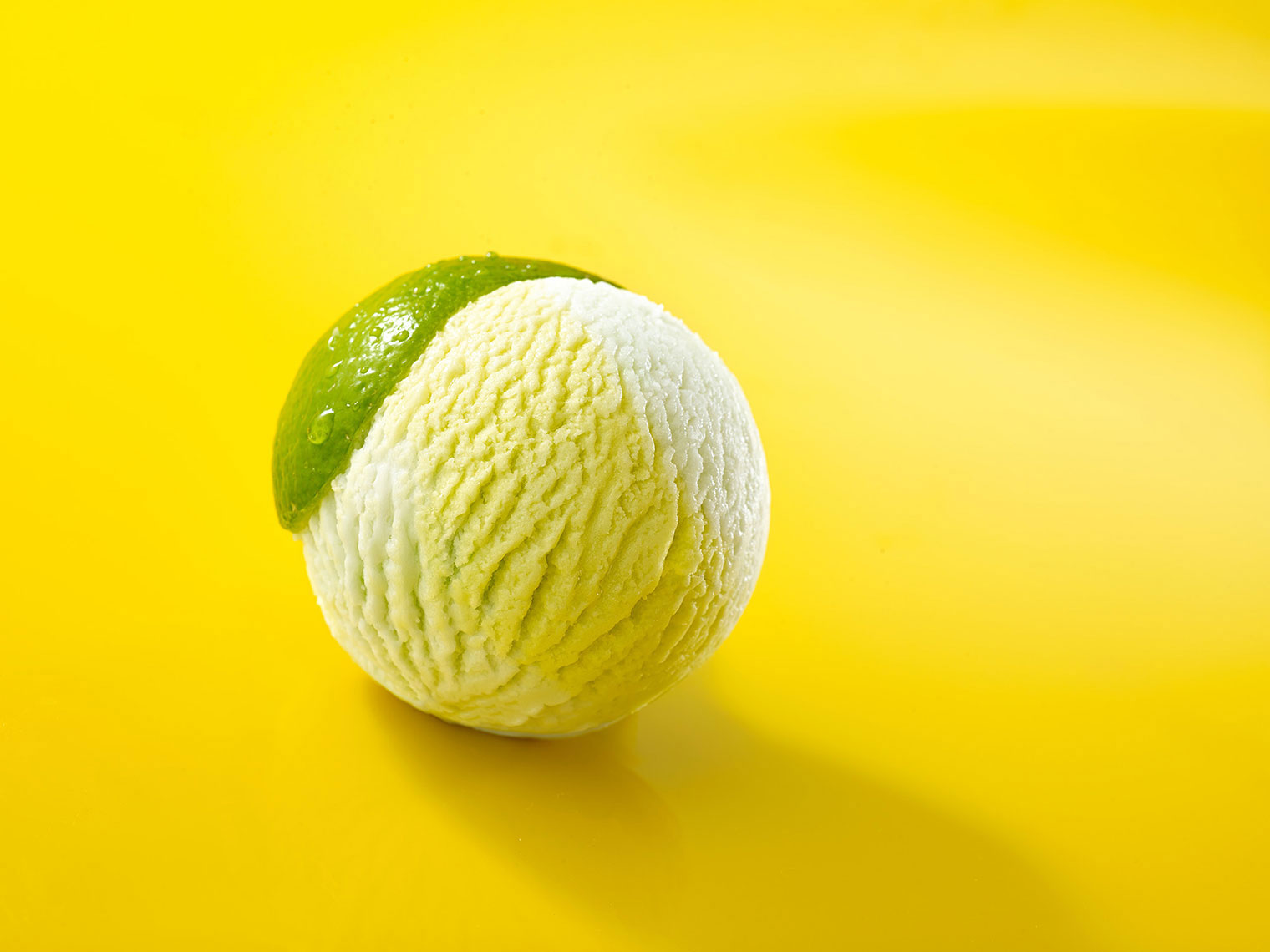 048_F076_food_shot_lime_ice_cream
